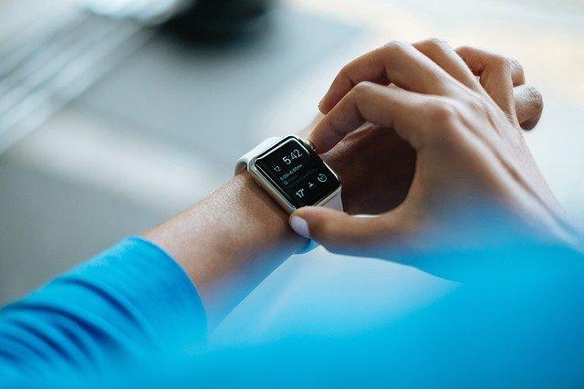 smartwatch z ciśnieniomierzem